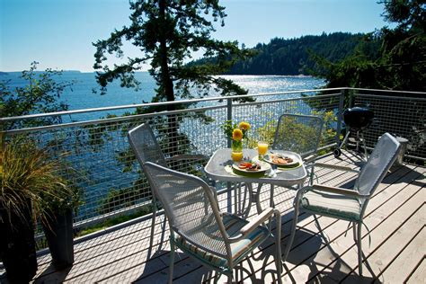 Bowen Island Waterfront Cottage by Waterfront And Water View Vacation Rentals With Quality
