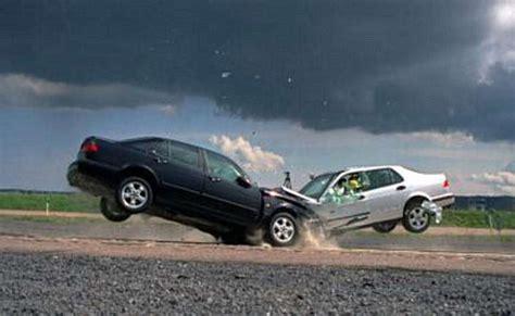 two car crash head on car crash picture