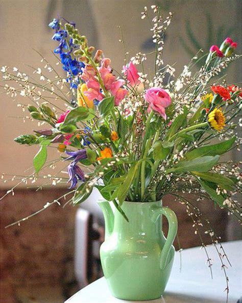 Vas Teko Kaleng Bunga 7 benda di rumah yang bisa jadi vas bunga properti liputan6