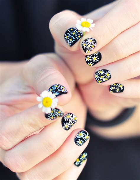 daisy pattern nails diy daisy nails tutorial on a classic black manicure