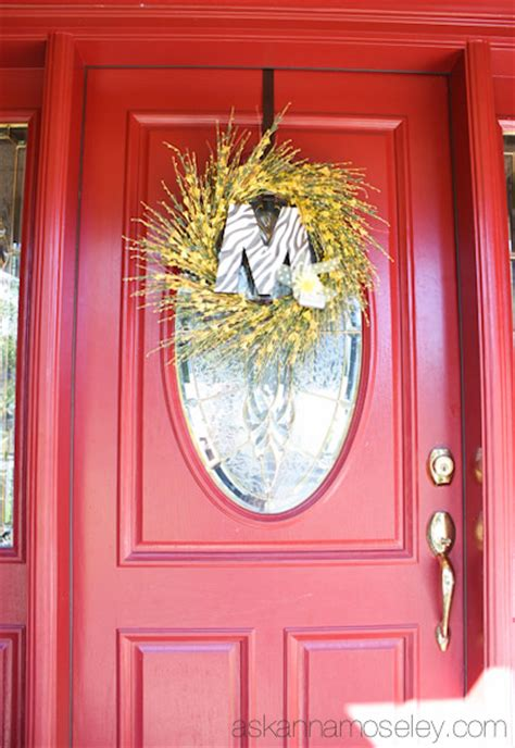 hang  wreath   glass door  anna