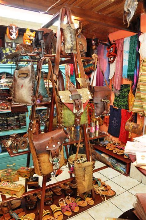 Handcraft Shop - batik shop ecuadorian handicrafts banos ecuador