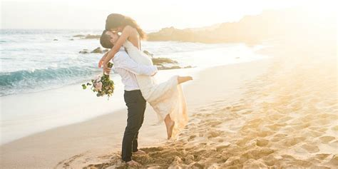 Elope in Hawaii: Elopement Packages in Maui, Oahu