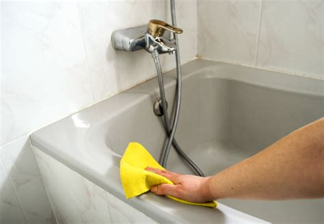 bathtub scum 7 tricks to remove hard soap scum and lime from your
