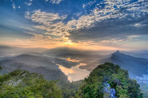 bukit tabur hill  kuala lumpur thousand wonders