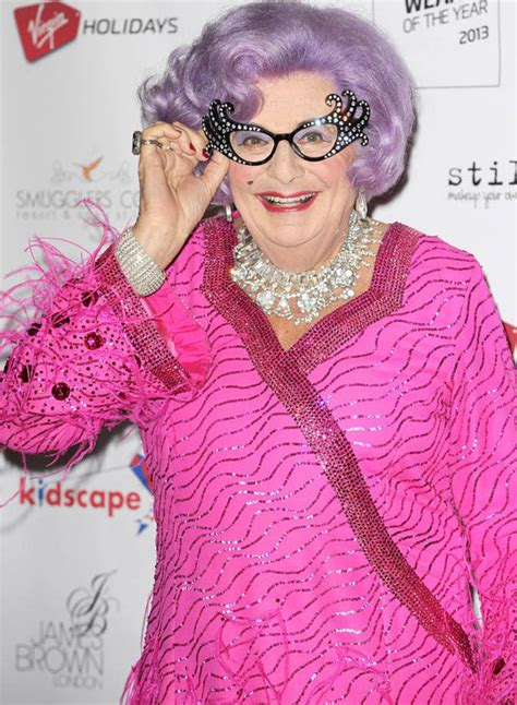Dame Edna Gets Melbourne Named After by Dame Edna Family Feud S Drops Last Name
