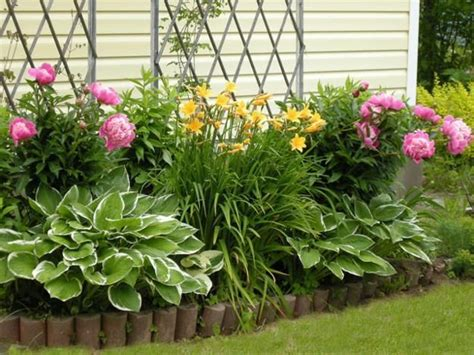 33 beautiful flower beds adding bright centerpieces to yard landscaping and garden design yard