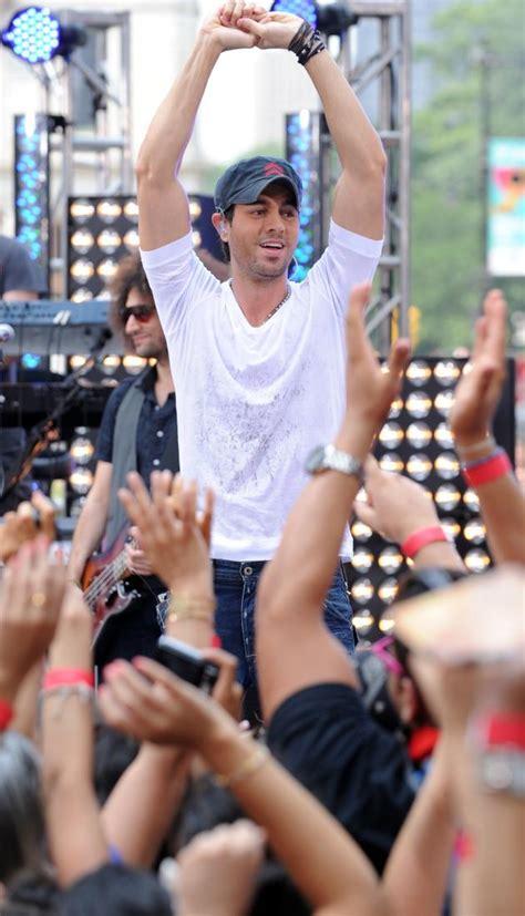 Ludacris Clarkson Fergie Enrique Iglesias Rock Wango by Enrique Iglesias Channels Inner Akon At Concert The