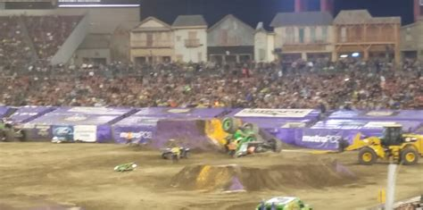 monster trucks grave digger crashes famous monster truck grave digger crashes after failed