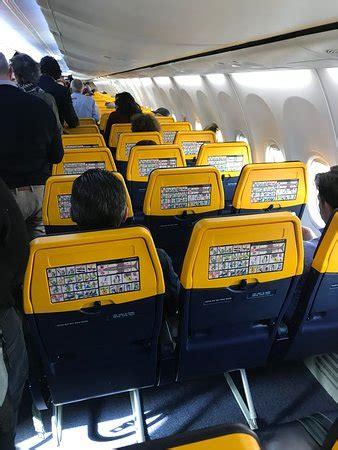 posti a sedere ryanair posti a sedere all interno boing 737 800 foto di