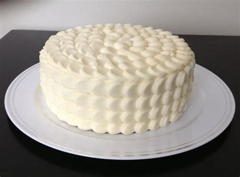 how to decorate a cake with cheese frosting