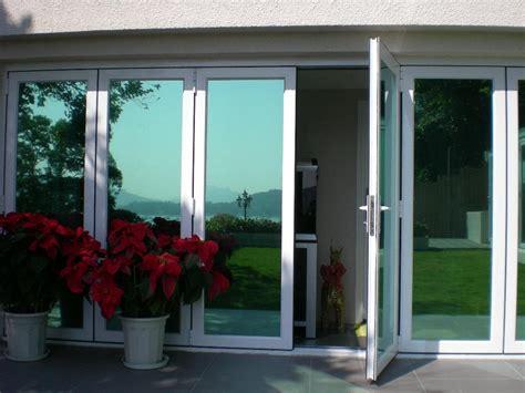 perindah desain interior rumah dengan aplikasi kaca di ruang yang pas