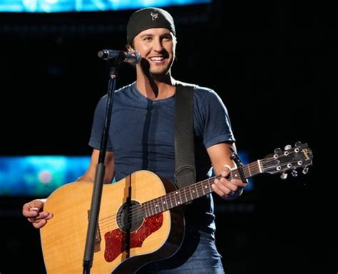 luke bryan performing 7 luke bryan tailgates and tanlines album