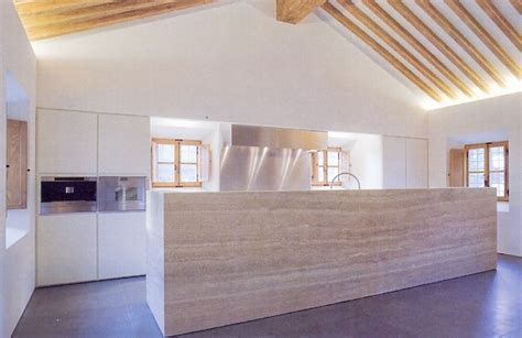 Travertine kitchenblock by John Pawson inside his
