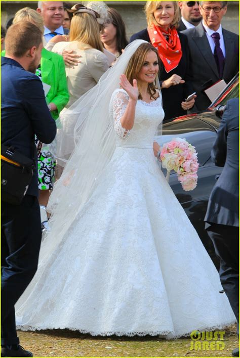 hollywood actress wedding photos geri halliwell is married see the spice girl s wedding