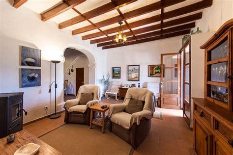 modernes wohnzimmer aus dem jahrhundert historisches anwesen aus dem 14 jahrhundert nahe s horta
