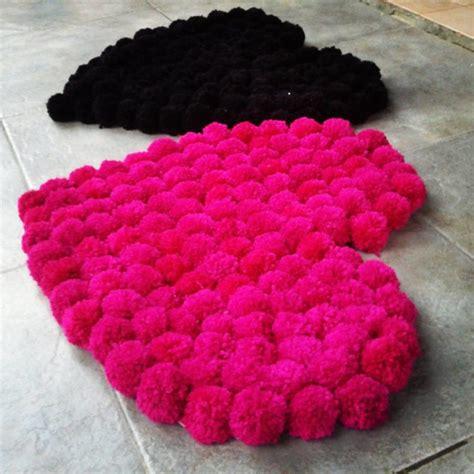 alfombra de lana corazon pom pom decor arte elo