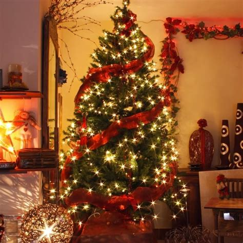 decoratingthe tree garland top the 50 best and most inspiring tree decoration ideas for 2018