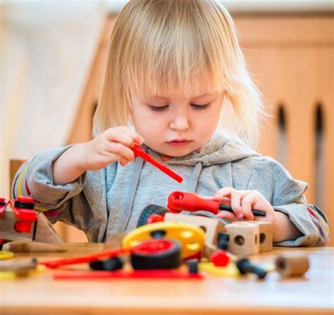 giochi da fare in casa in tre tre giochi per bambini da fare in casa