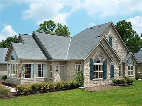 Types Of House Roofs Bloombety Types Of Roof Shingles With Classic House