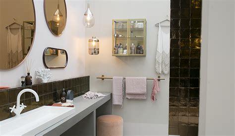 sjeu interieur zo mooi een wand vol spiegels voor in de badkamer