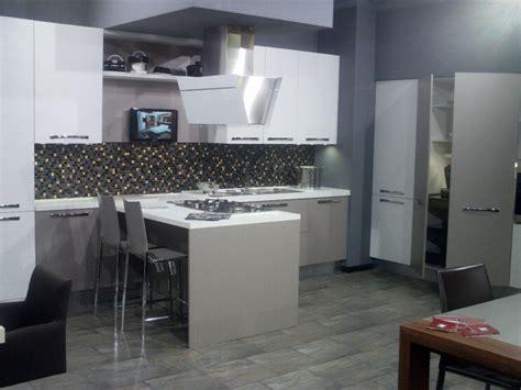 mobili prezioso cucine foto cucine moderne di sirri arredamenti 48651 habitissimo