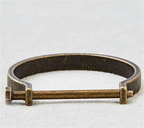 American Eagle pulls bracelet from store after customers