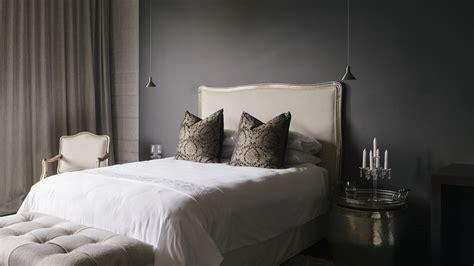 decorate  bedroom   put  bedroom