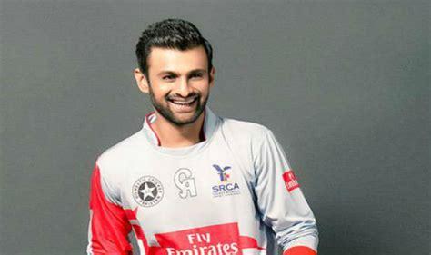 pakistans shoaib malik retires from test cricket times pakistan s shoaib malik retires from tests india com