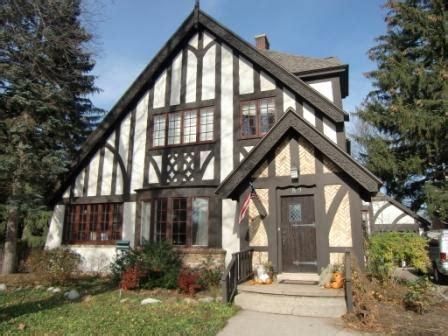 what makes a house a tudor what makes a tudor house how do you paint a tudor style