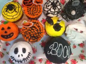 decorated cupcakes behgopa amateurishly decorated cupcakes