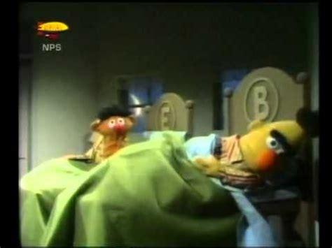 bert and ernie in bed bert ernie koekjes in bed youtube