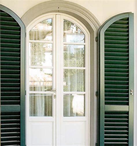 finestra persiana portafinestra ad arco legno bianco con persiana