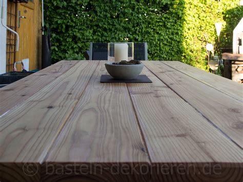 Holztisch Selber Machen diy gartentisch aus holz basteln und dekorieren