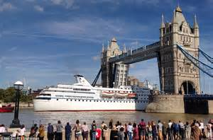 thames river cruise entrance fee cruise ship ocean majesty wows crowds as she sails along