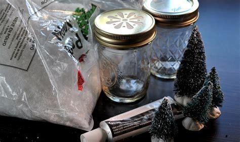 zelf l maken van glazen pot mason jar snowglobes sneeuwbol maken in een pot