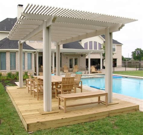 covered gazebos for patios piscinas y p 233 rgolas de madera un jard 237 n exclusivo en casa