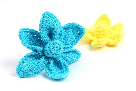 Origami Flower Pattern - free crochet pattern origami flower yarn twist
