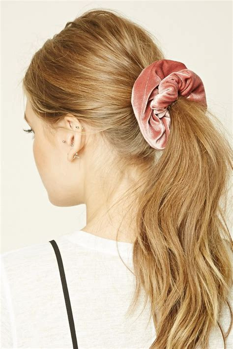 how do you put a pony tail scrunchie on short hair hair trends how to wear a scrunchie in 2018 hair