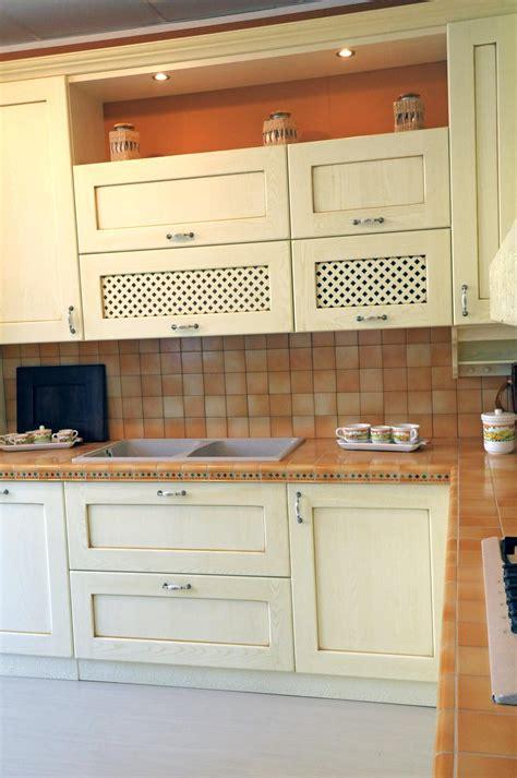 cassetti scorrevoli per cucine cucina classica provenza rivenditori cucine sicilia
