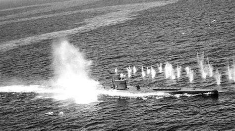 u boat submarine warfare german submarine u boat hit sinking second world war ww2