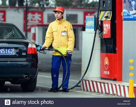 a gas station attendant fills up a customer s car