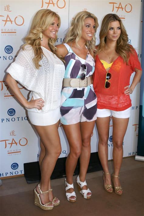 vienna girardi ashleigh hunt  vienna girardi hosts single fabulous  tao beach