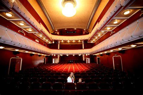 Häuser Kaufen Wiener Neustadt by Stadttheater Wiener Neustadt Kabarettisten Aus