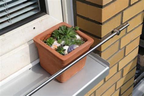 Blumenkasten Fensterbank Aussen by Blumenkasten Halterung F 252 R Die Fensterbank