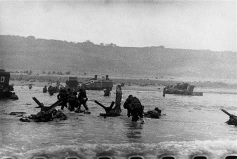 libro d day beach assault troops 73 best images about robert capa on soldiers paris and liberation of paris