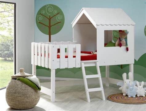 lit cabane bebe cabane bebe interieur les cabanes de jardin abri de