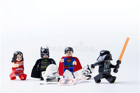 Gelang Lego Stromtrooper Dartvade lego minifigure batman superman stormtrooper and darth vader editorial image image of lego