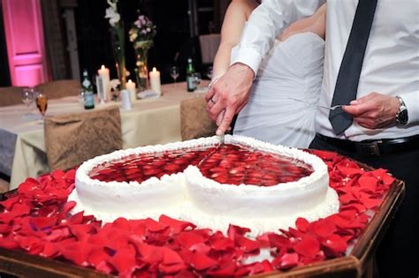 Hochzeitstorte Erdbeerherz by Hochzeitstorte Erdbeerherz Berlin Hochzeitstorte Herz