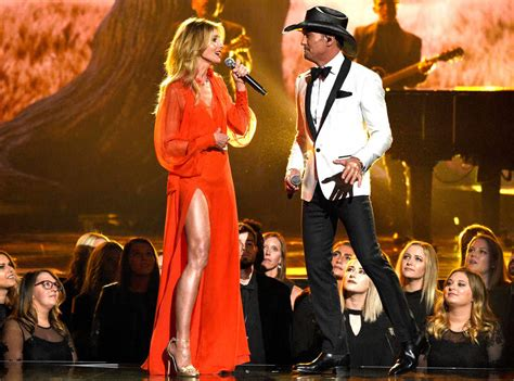 Faith Hill Getting Owned At The Cmas by Faith Hill And Tim Mcgraw S Everlasting Chemistry Was